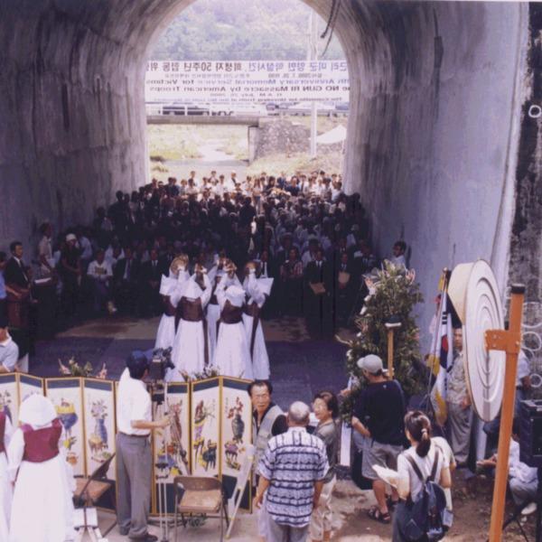 20-노근리사건 희생자 50주년 합동 위령제:바라춤(2000. 7.26).png